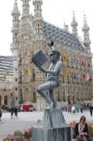 Louvain uni statue